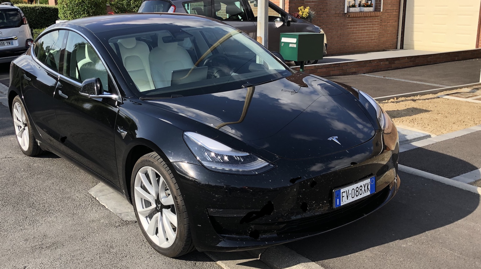 Tesla : les gens font déjà n'importe quoi avec le mode Smart Summon