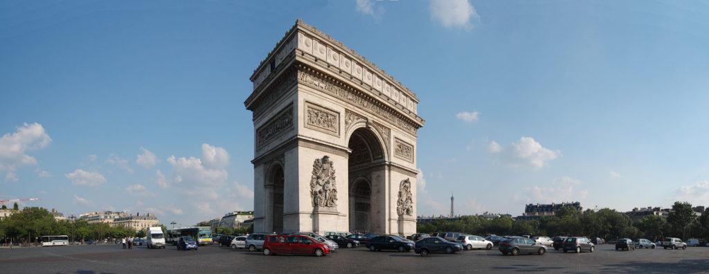 Circulation autour de l'Arc de Triomphe