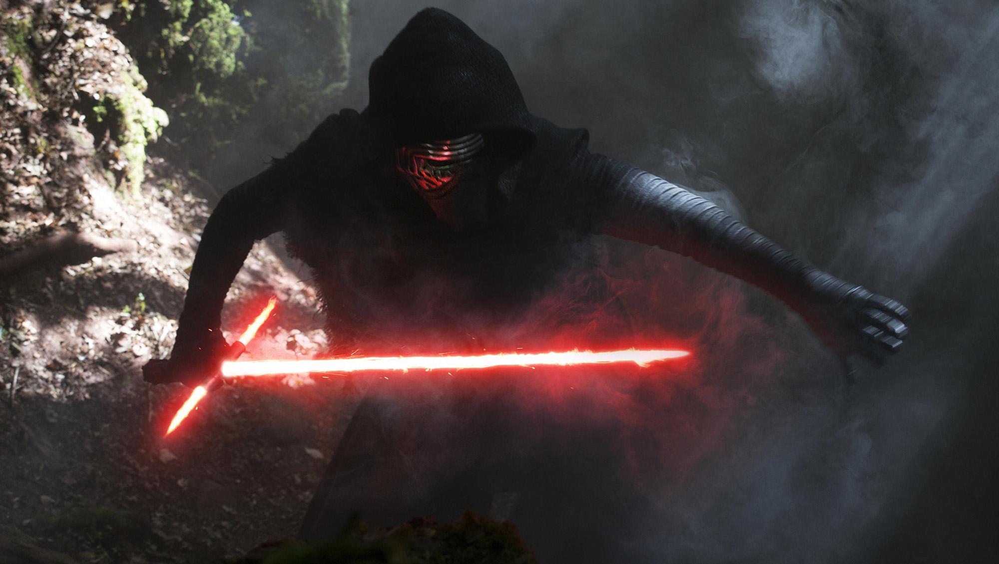 Star Wars : connaissez-vous l'origine de l'étrange sabre laser de Kylo Ren ?