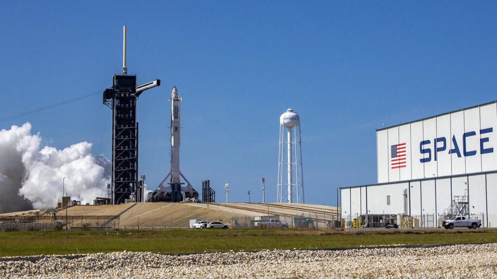 SpaceX mise à feu statique Falcon 9