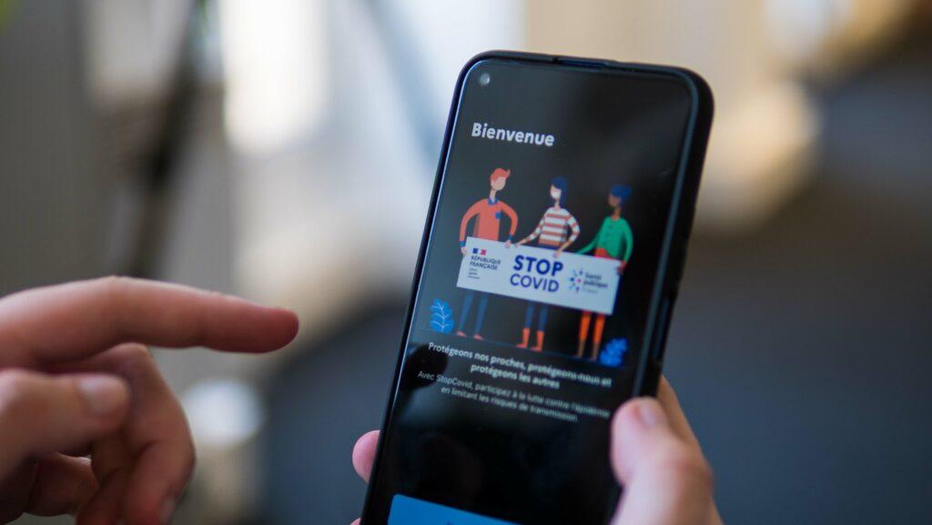 Non, le gouvernement n'installe pas automatiquement StopCovid en secret sur votre smartphone