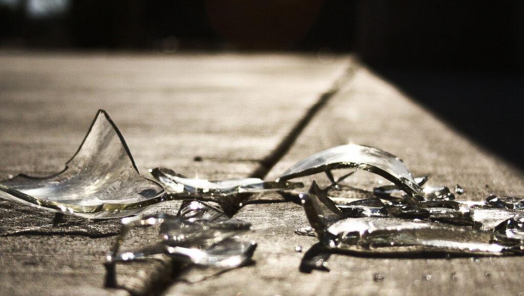 verre cassé brisé