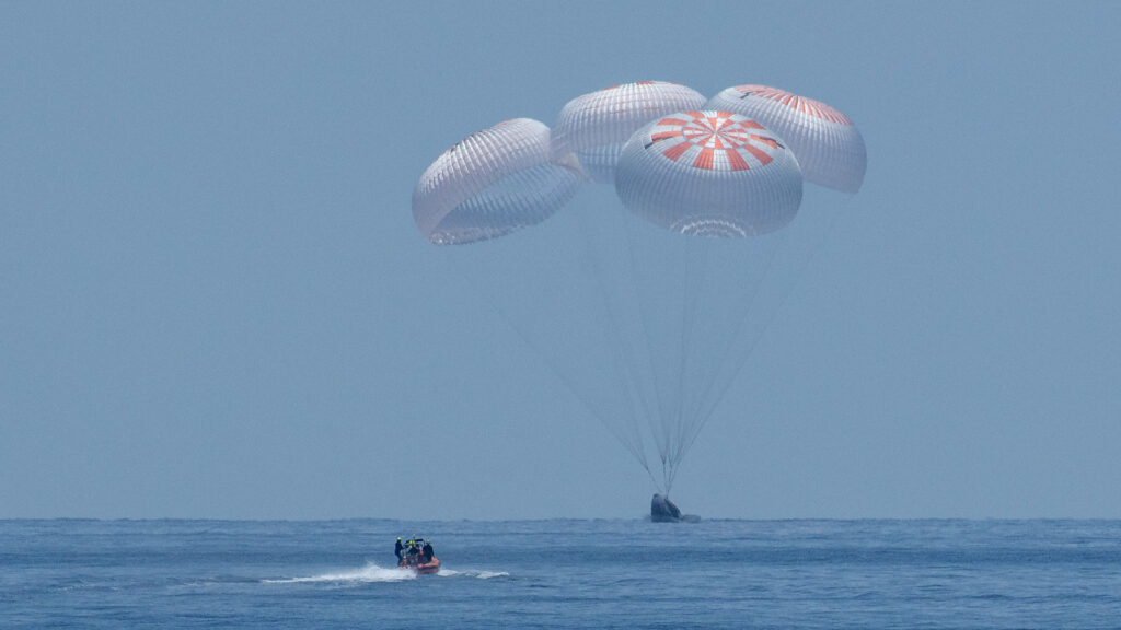 SpaceX Splashdown Crew Demo 2 Crew Dragon