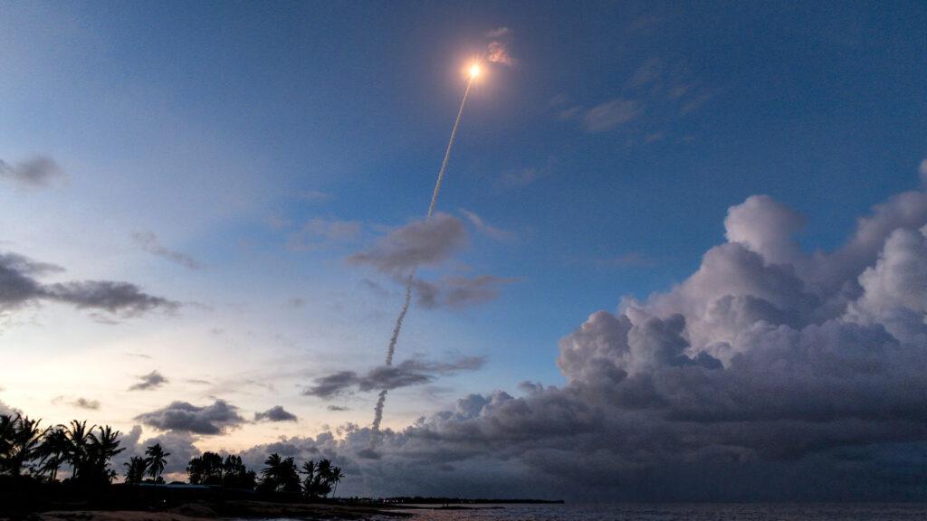 Tir d'une fusée Ariane 5 depuis le centre spatial guyanais