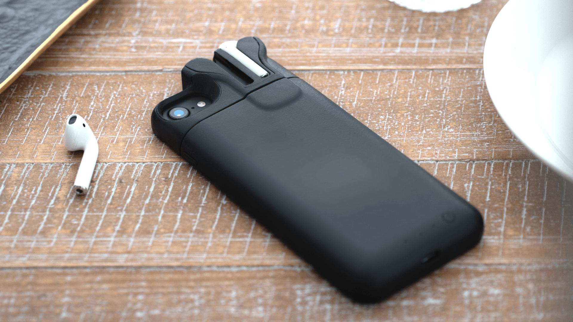 Cette coque d'iPhone peut recharger un iPhone, mais aussi des Airpods