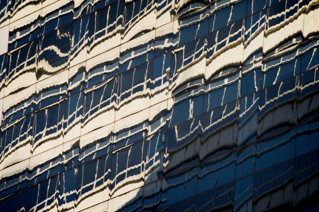 batiment-immeuble-reflet-distorsion