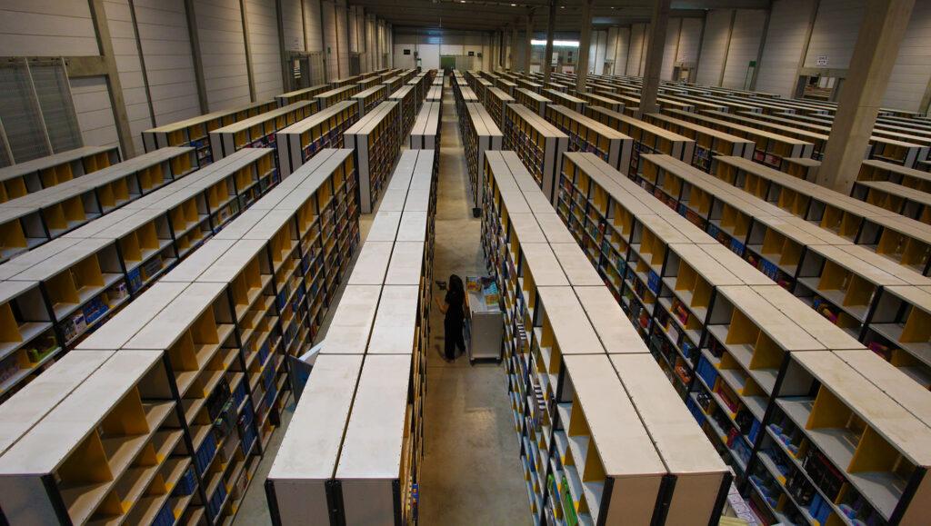 Amazon Centre logistique entrepôt rayon