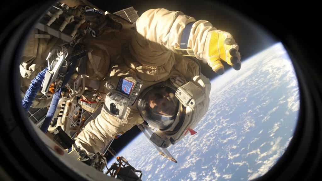 cosmonaute roscosmos espace