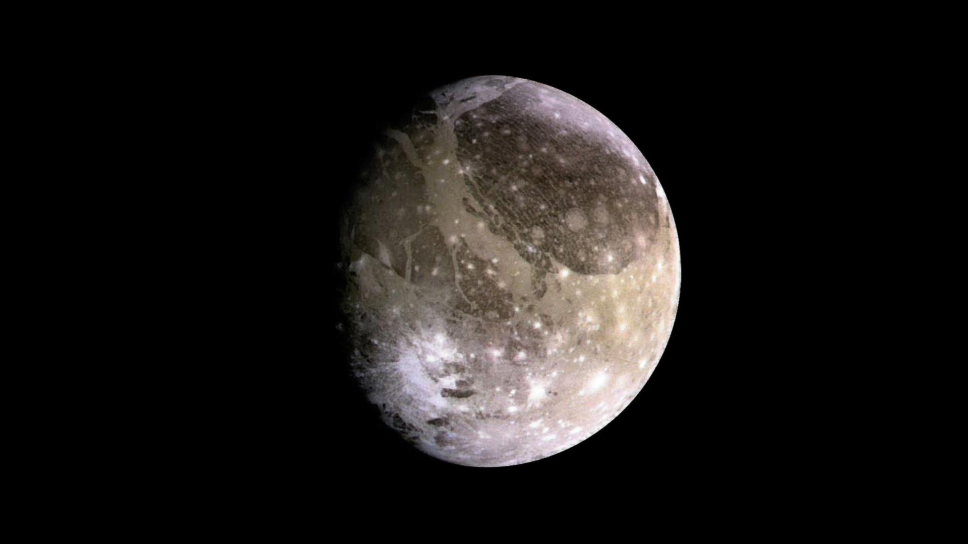 Ganymède, la lune de Jupiter, serait quasiment couverte d'un immense cratère