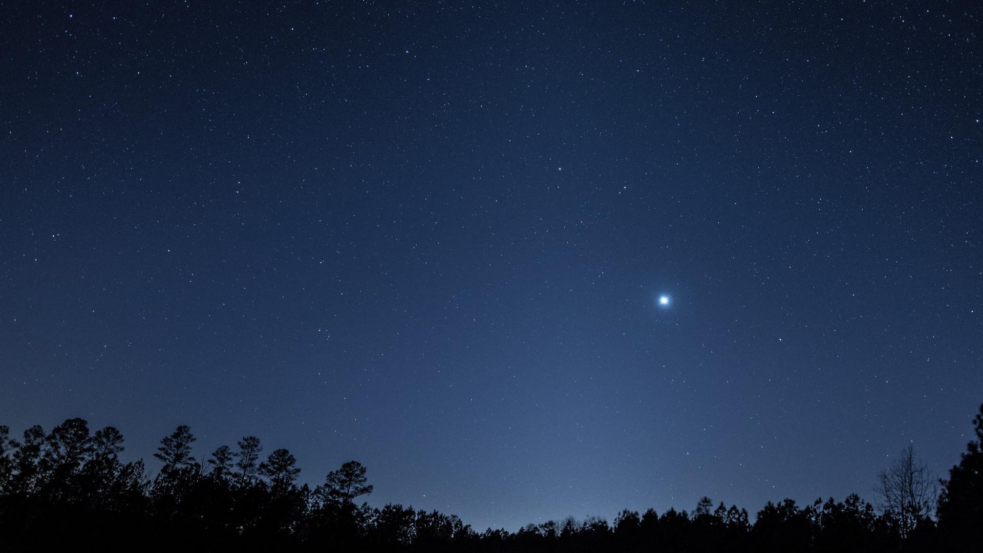 Un phénomène lumineux sur Terre proviendrait des poussières martiennes - Numerama