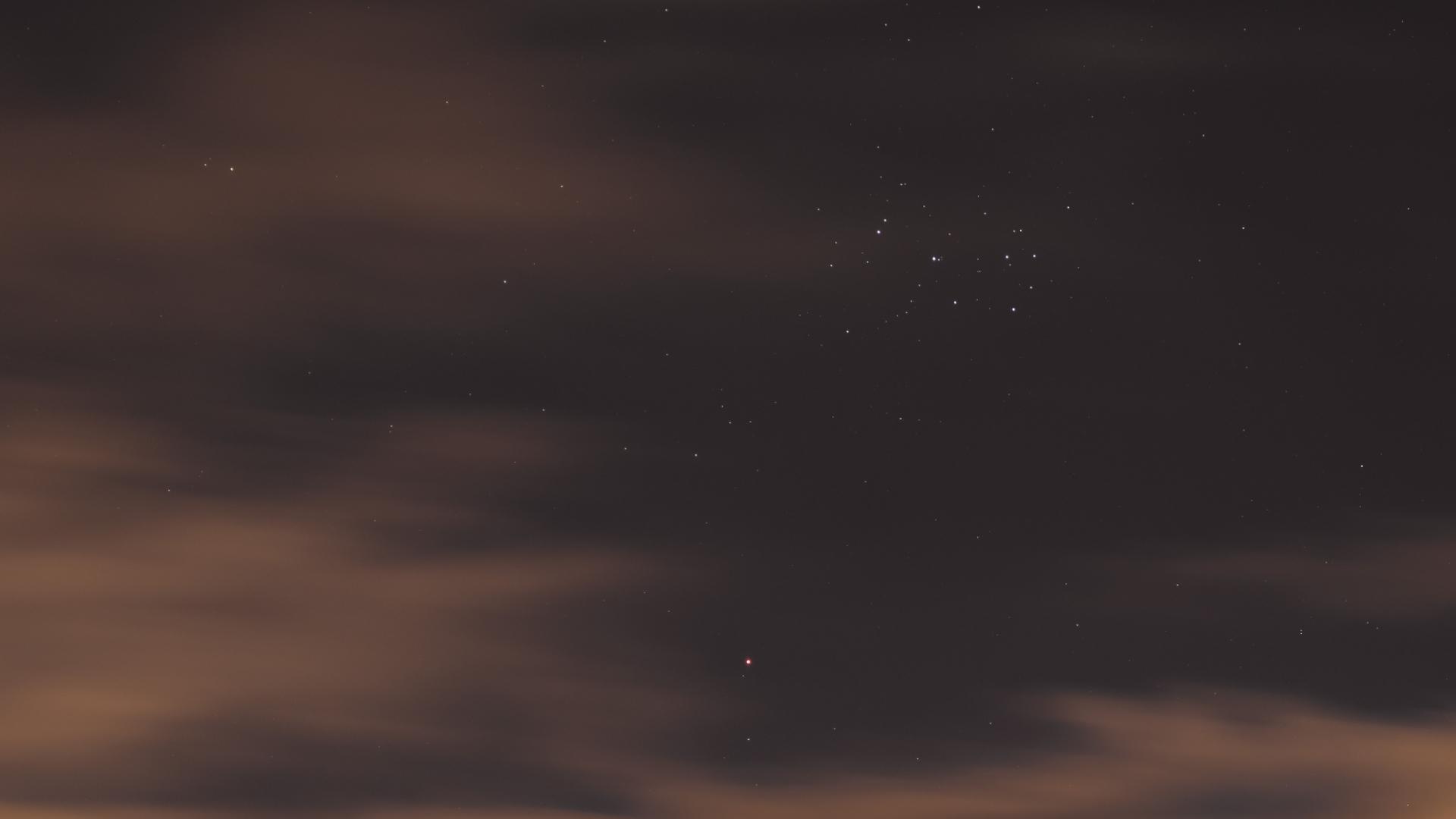 En ce moment, Mars se promène entre deux amas d'étoiles - Numerama