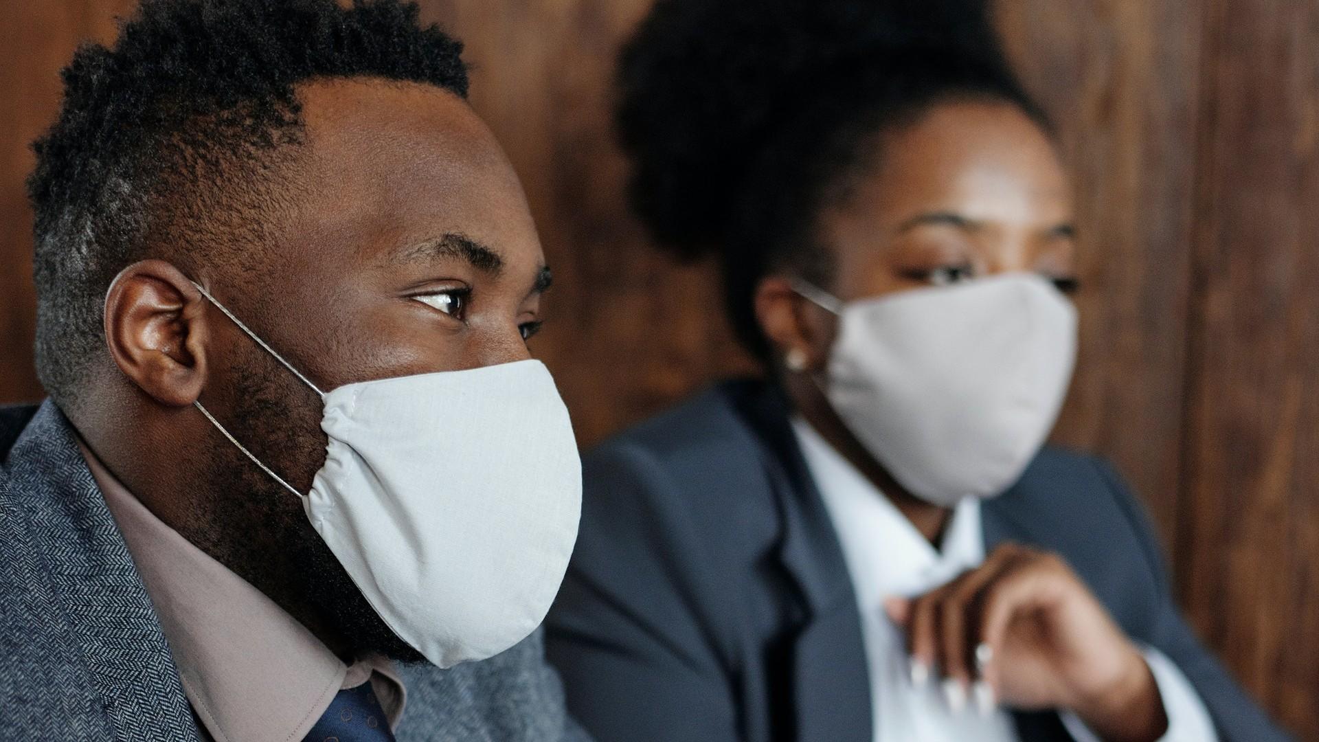 Le masque en intérieur est-il obligatoire même avec un pass sanitaire ?
