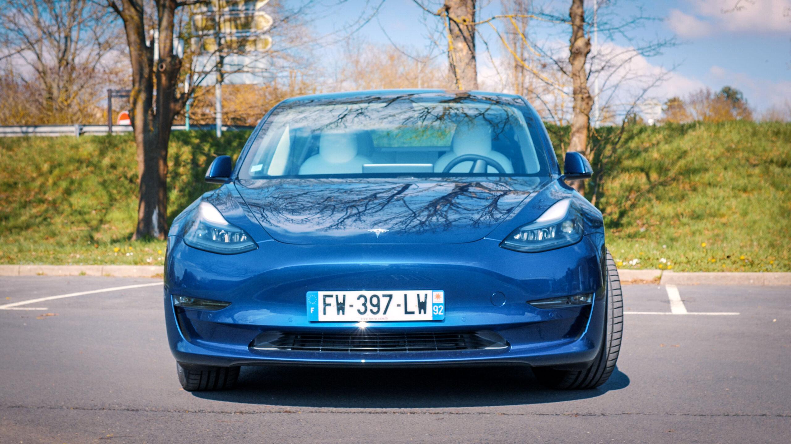 La dernière mise à jour des Tesla prépare un peu plus la conduite autonome