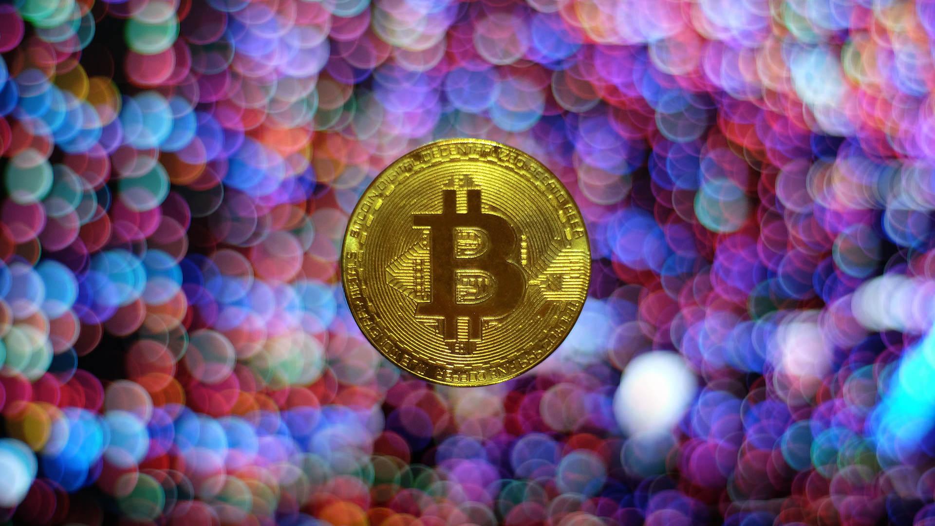 La création d'un fonds indiciel (ETF) lié au bitcoin a enthousiasmé les investisseurs. Le cours de la cryptomonnaie a franchi la barre des 66 000 $, un niveau qu'il n'avait encore jamais atteint. Mais à quoi va servir ce fonds indiciel exac