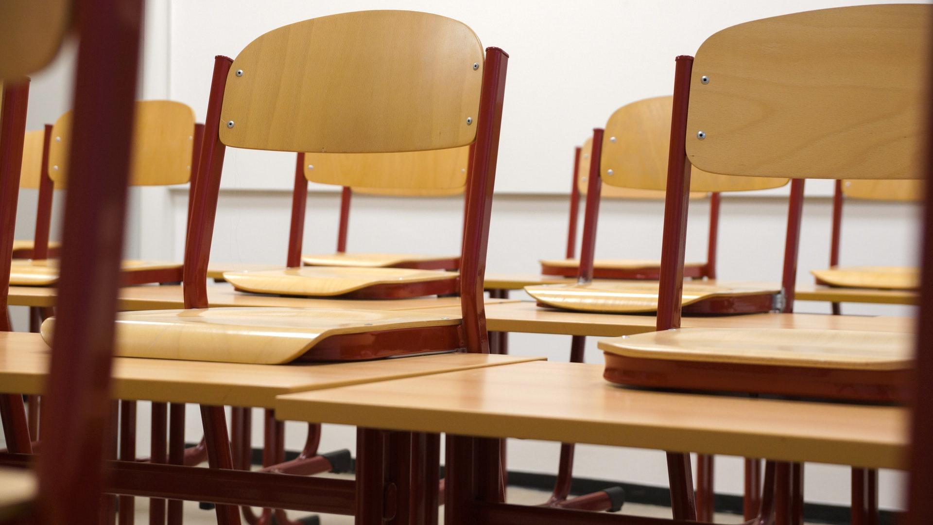 Écoles, collèges, lycées : les 4 scénarios du nouveau protocole sanitaire