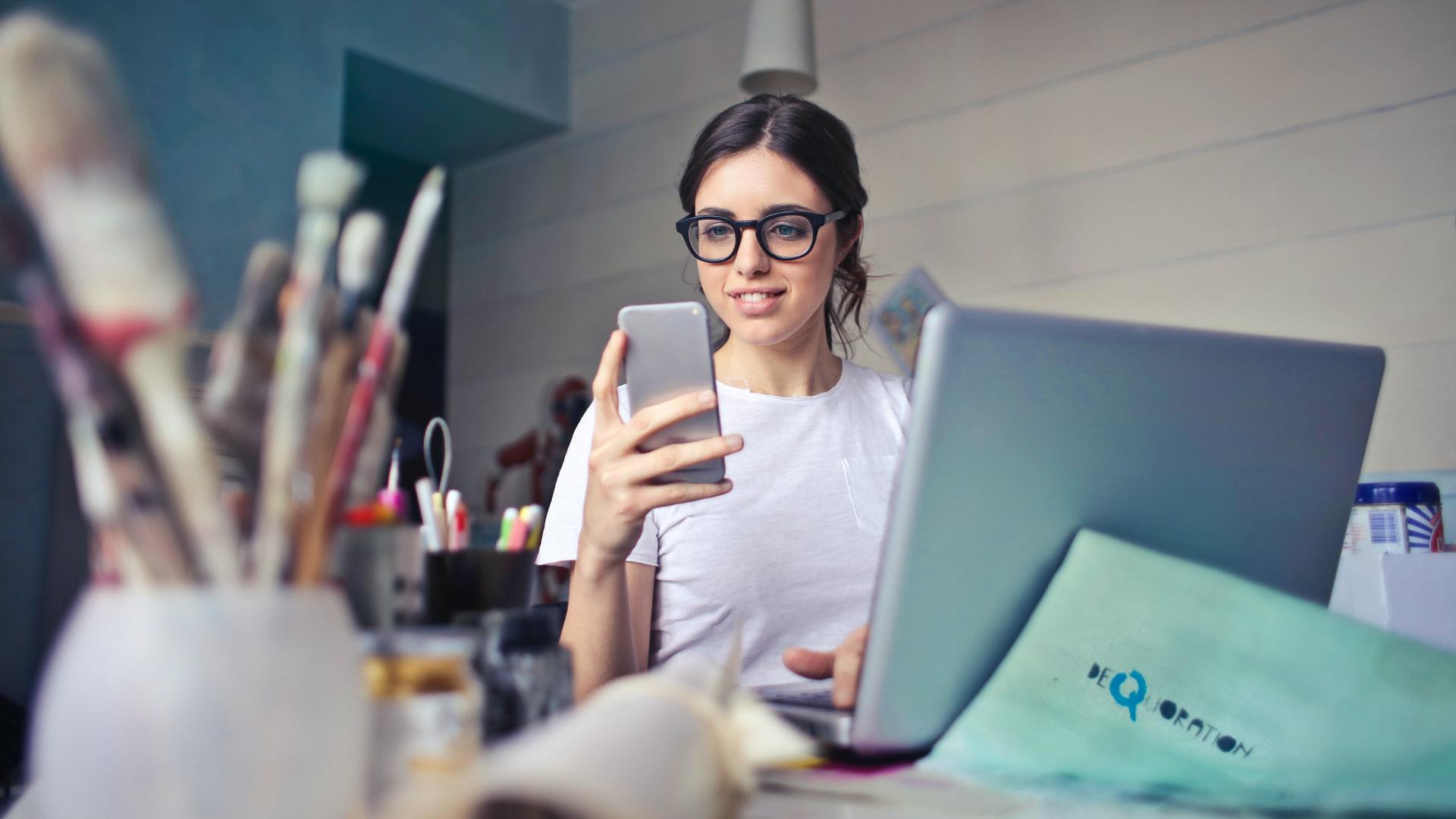 Forfait mobile : Bouygues ou SFR, les offres 100 Go tombent à moins de 15 euros