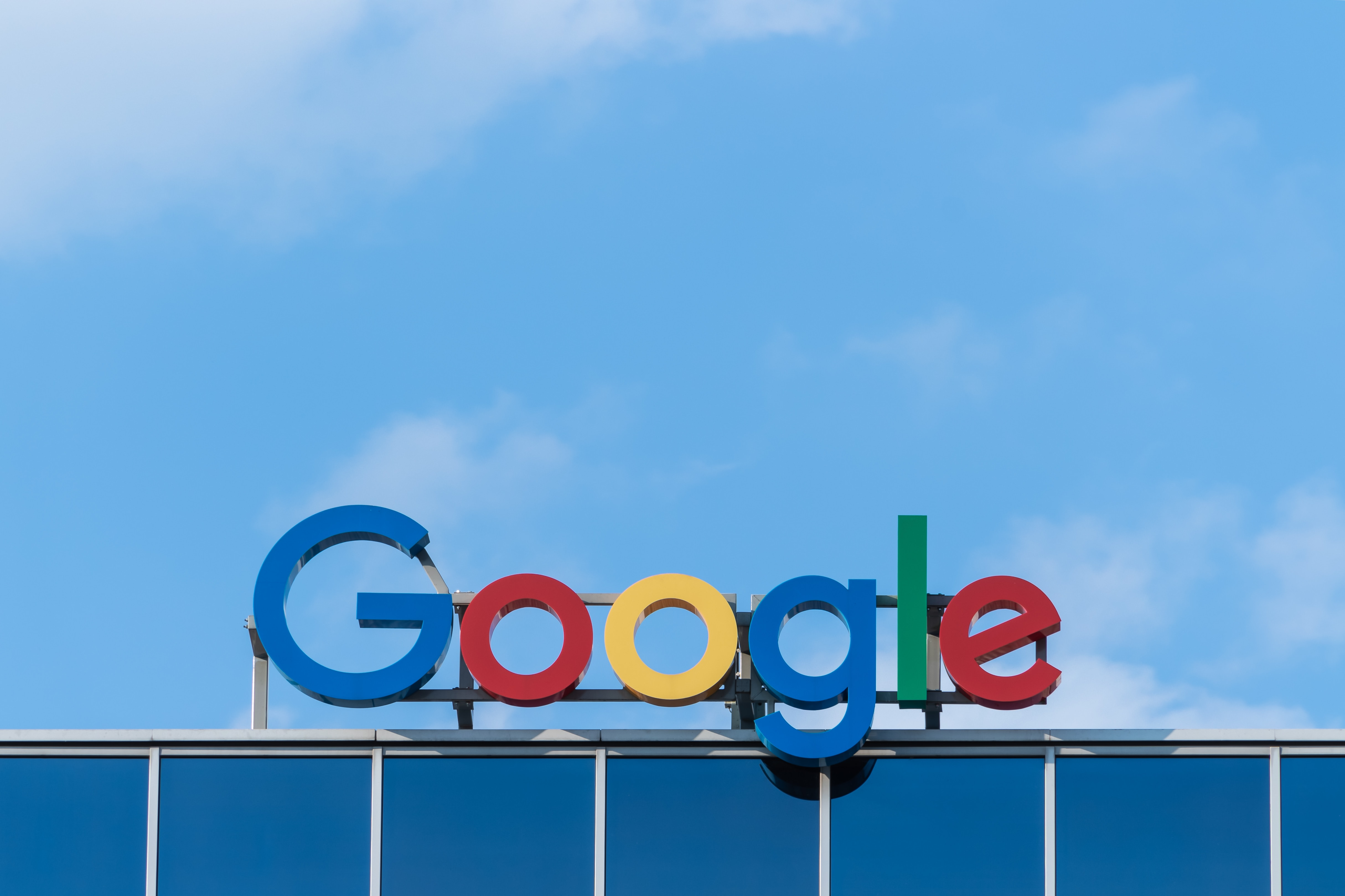 Pour éviter la prolifération des arnaques, Google va vérifier l'identité de tous ses annonceurs