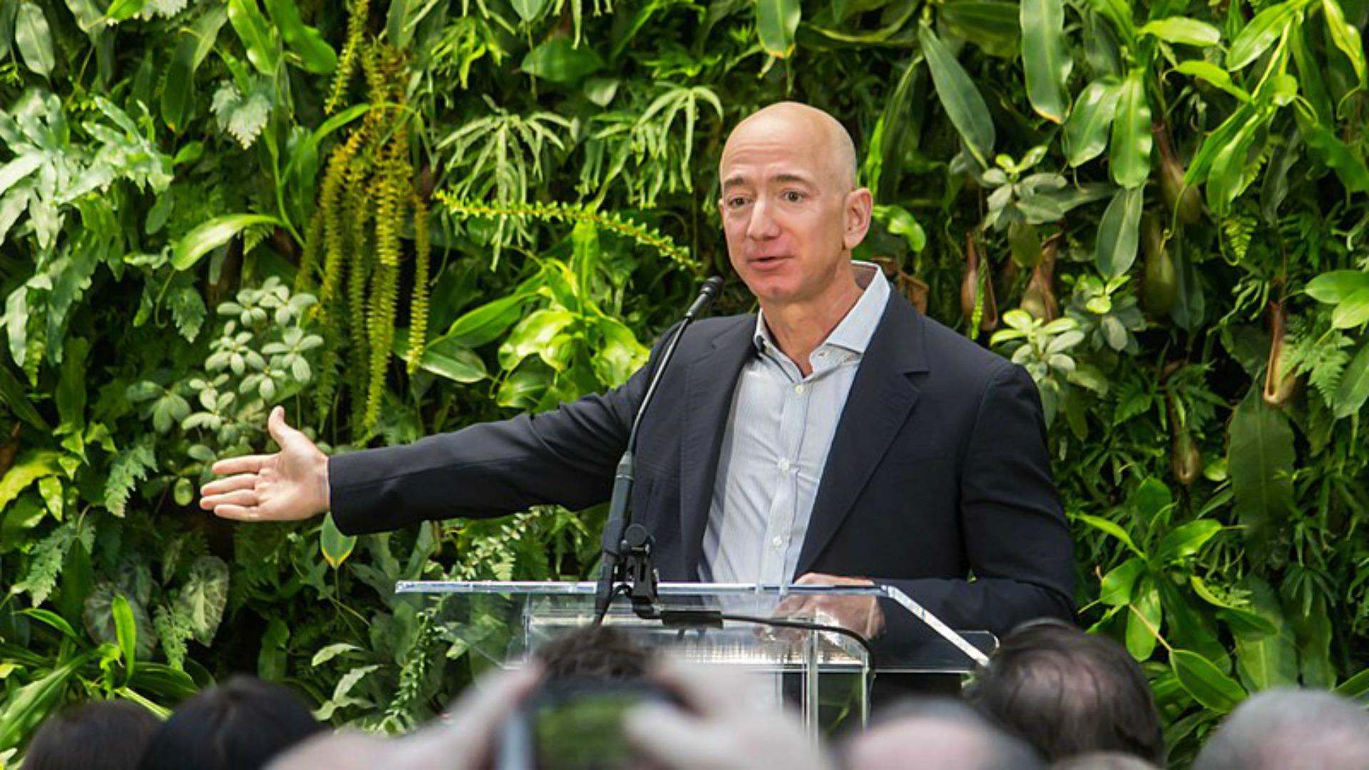 Divorce de Jeff Bezos: la thèse du hacking affaiblie, le tabloïd aurait payé
